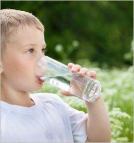 enfant-eau-pure